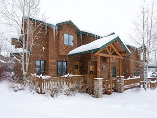 3BR, 3.5BA Spacious Steamboat Springs Townhome – Near Skiing, Hot Tub