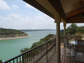 Chardonnay Haus: Lakefront Villa on Vineyard—45 Mins from Downtown Austin, Lago Vista