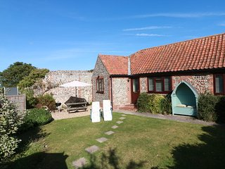 Blakeney Cottage with Parking