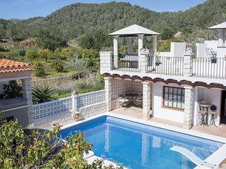 Villa with pool/jacuzzi/views, 5 mins to San Antonio