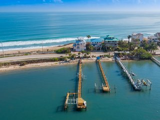 """As Good as it Gets"":  The 5-Star FL Beach House ON the beach. Ocean+River+Dock!, Stuart"