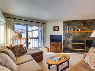 Condo w/winter shuttle to Okemo slopes and access to shared seasonal pool!