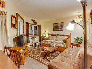 Condo on Sugarbush Resort shuttle route w/ a shared pool!