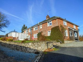 PENLLAN, open fire, pet friendly, lawned garden, great touring base