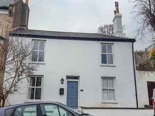 STANLEY COTTAGE, period townhouse, two sitting room, WiFi, enclosed courtyard garden, in Torquay, Ref 945002