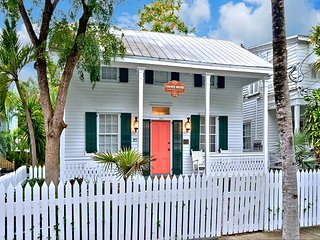Chavez House! C 1870: Spacious and Luxurious! Great Reviews!