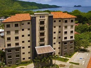 Luxurious condo 150 meters from the beach