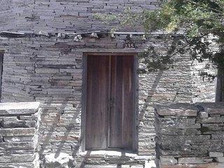 A Casa de Pedra Hostel , venha se hospedar em um octagono de pedra