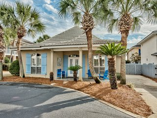 Selah by the Sea Destin cottage-Walk to the Beach- SPRING FEVER- VITAMIN SEA
