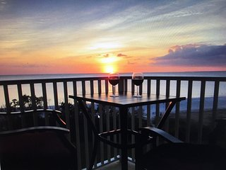 NEW BEAUTIFUL GULFRONT LOWER FLOOR CONDO-BLDG C-406 -ITS ALL ABOUT VIEW ! IN EBT, Fort Myers Beach