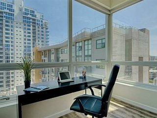 San Diego Downtown High-Rise Condo with safety and Luxury 900 Sq Ft - 2 Beds