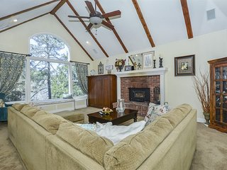 Buck's Mountain Retreat - Cozy getaway close to the lake in a quiet neighborhood
