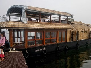 Travenz Premium Houseboat with Balcony, Alappuzha
