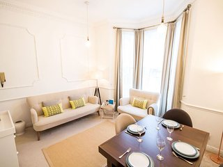 Earls Court Gardens Nest apartment in Kensington & Chelsea with WiFi.