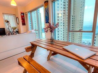 Luxurious Dubai Marina Apartment, next to beach and marina.