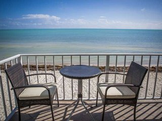 **Winter Promo** Rare Ocean Front Keys Home with Private Beach - Great for Kite Surfing!, Islamorada