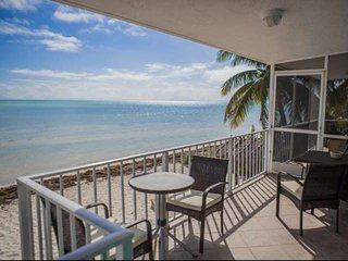 Rare Ocean Front Keys Home with Private Beach - Great for Kite Surfing!, Islamorada