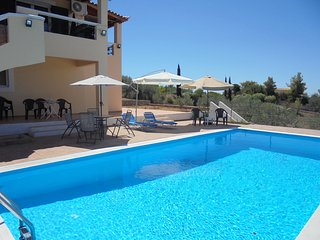 Spacious villa in Porto Heli with private swimming pool, terrace and sea view – sleeps 8 adults + 6 children