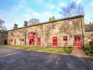 UNSLIVEN BRIDGE FARM, luxury property, en-suites, hot tub, pet-friendly, in Stocksbridge, Ref 913896