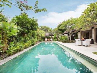 Beautiful Tropical 3BR Open Villa in the heart of Seminyak!