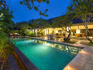 Beautiful Tropical 3BR Open Villa in the heart of Seminyak!