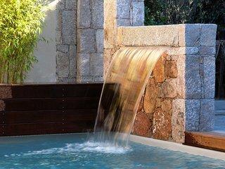 Villa type bergerie de luxe piscine privée chauffée à 2 min de santa giulia, Santa Giulia