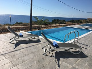 Elegant Villa with private pool and sea view, Skala