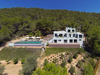 Private Luxury 6 bedroom well decorated spectacular views excellent location