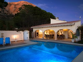 Detached villa with private pool , next to Montgo