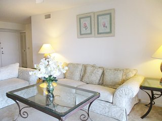 Location! 2 Bedrooms/2 Bath - Pool, Tennis, Basket, Gym. Close to the beach, Aventura