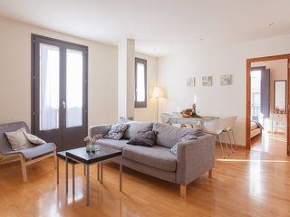Two bedroom apartment behind the rambla