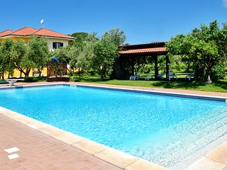 Self catering villa with pool and garden. Sleeps 10, air conditioning, wi-fi, Santa Maria di Castellabate