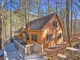 Highlands Cabin w/ Forest Views - 4 Mi to Cashiers