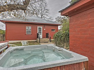 'August Schmidt' - Fredericksburg Home w/Hot Tub!