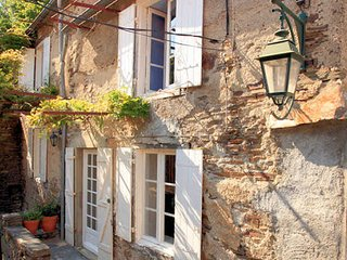 Cuxac-Cabardes cottage in South France, sleeps 8 with WiFi, UK TV & garden