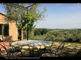 Cottage with panoramic view and outdoor Jacuzzi, Castelmuzio