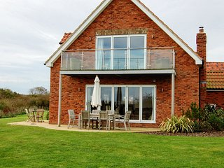Luxury holiday cottage with free access to pool, gym and unlimited free wi-fi