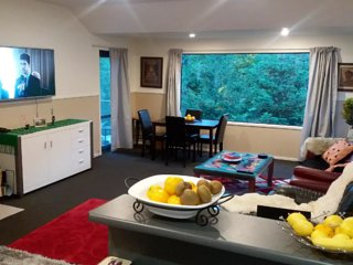 Queenstown ,quite close to town , 3 bedroom