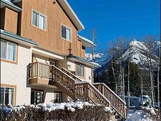 Banff Boundary Lodge Spacious 2 Bedroom Suite on Upper Floor!