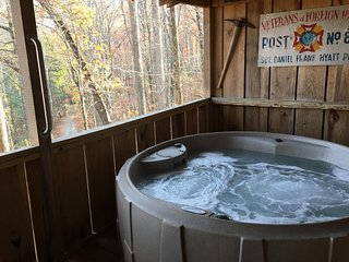Hugs and Kisses great views, Hot Tub, Fireplace, Romantic,near Downtown, Free Wi