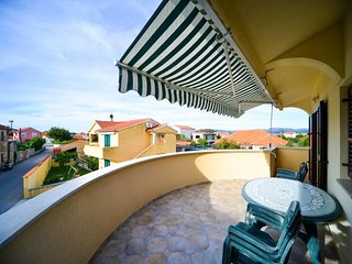 Apartments Jurjako- Two Bedroom Apartment with Terrace and Partial Sea View, Murter