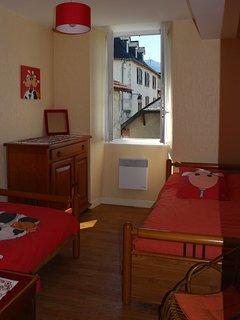 La chambre à deux lits en 90 cm.