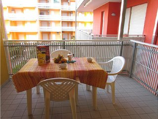 Seafront Complex - Cosy Apartment Close to Shopping Centre, Tennis, Mini golf