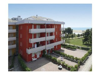 Seafront Complex - Cosy Apartment Close to Shopping Centre, Tennis, Mini golf, Bibione