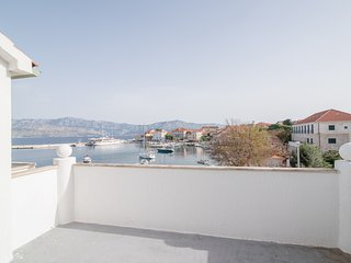 Holiday Home Blue Lagoon- Four Bedroom Apartment with Terrace and Sea View
