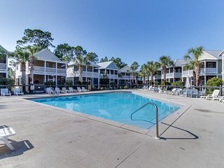 One mile from Windmark beach w/ pools, hot tubs & trails - snowbirds welcome!