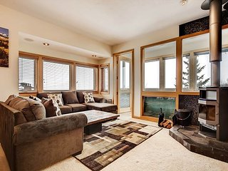 Ski-Central 1BR, 2BA Silverthorne Condo w/ Lake Views - Newly Renovated!