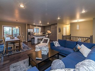 4BR, 3BA South Lake Tahoe House w/Private Yard, Near Heavenly Ski Resort