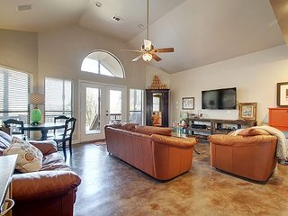 Spacious North Austin Lodge, Walnut Creek & Domain Living!