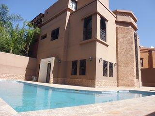 villa de luxe avec piscine p^rivée , hammam, salle de sport avec 6 chambres